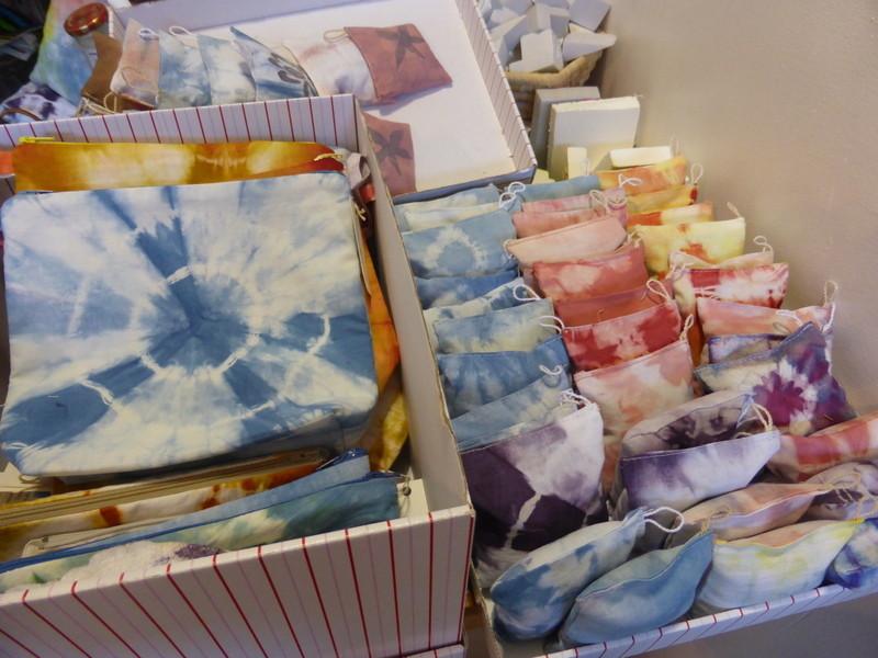 Coussins, pochettes, trousses, sachets de lavande réalisés pour le marché de Noël à la Fondation Ardouvin