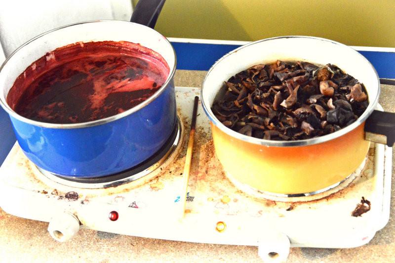 Bain de racines de garances broyées et bain de brou de noix