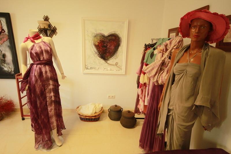 Exposition de vêtements réalisés par un styliste de Lanzarote