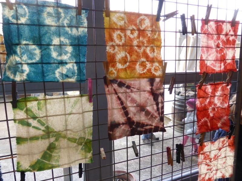 Shiboris colorés en indigo, gaude et garance