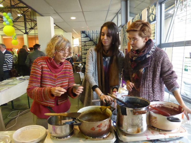 Franckie Micholin, Elodie Marcon et Nadia Bourgeat autour des bains de teintures végtales