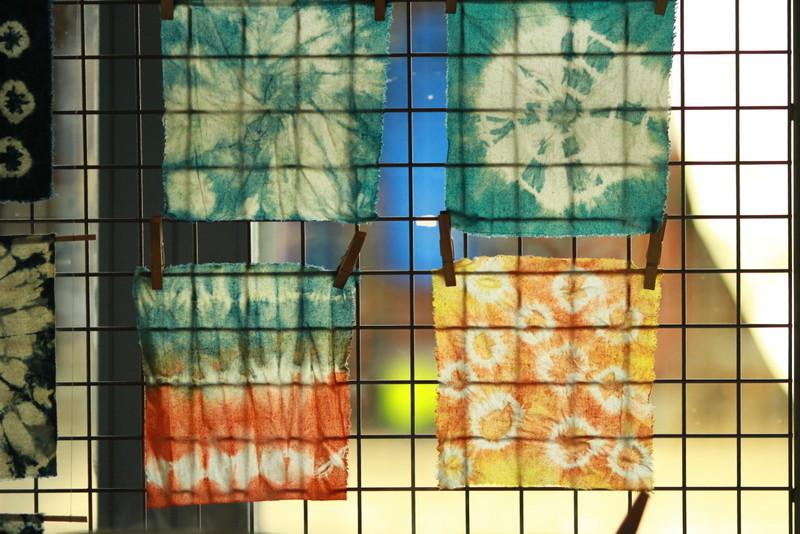 Premiers shiboris exposés à la sortie des bains de couleur