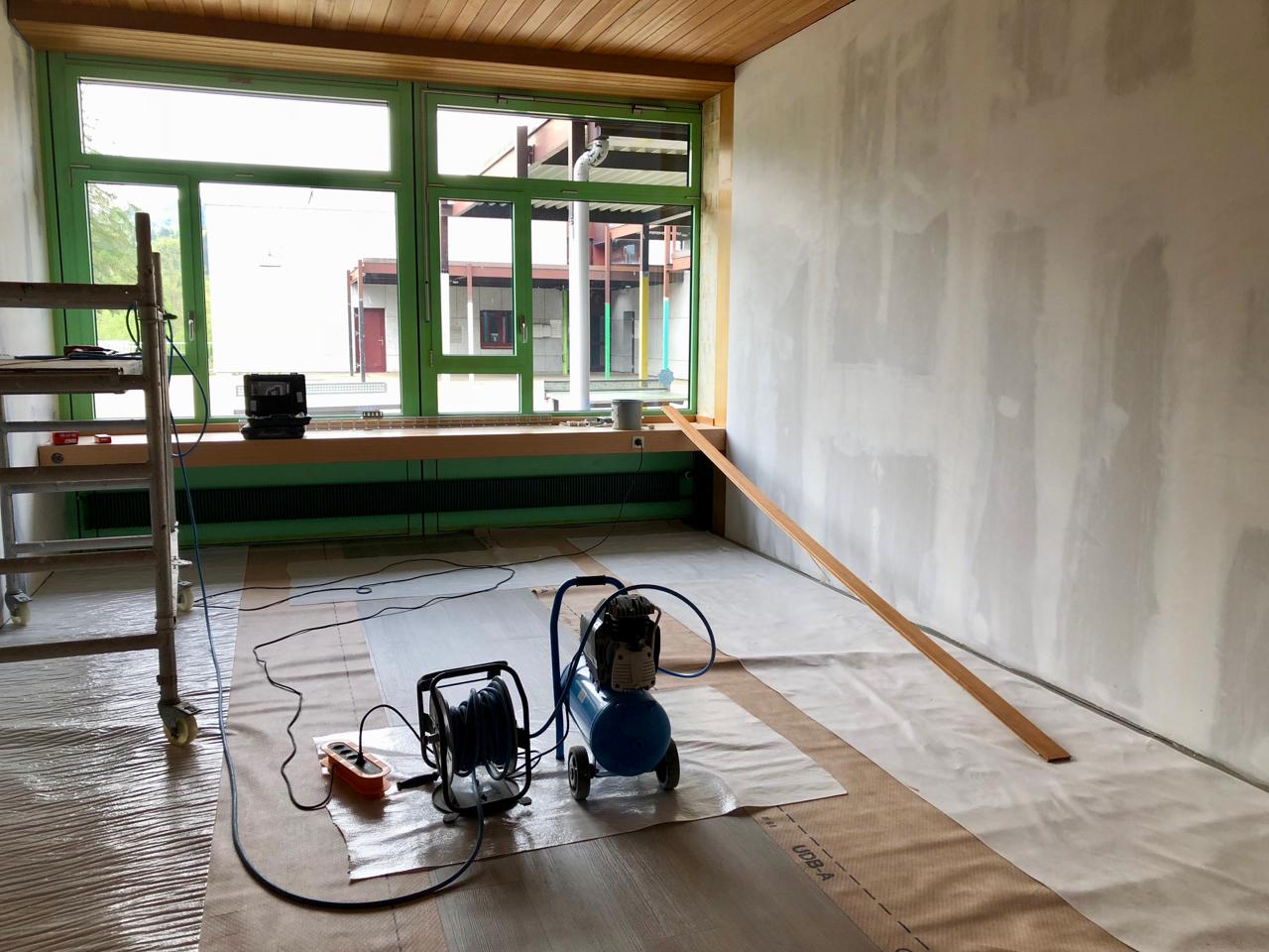 Schulleiterbüro: Der Boden ist verlegt