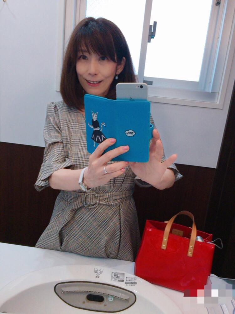 「料亭がやってる和食屋さん」ということで、いつになくフォーマルなワンピで。In a formal dress unlike always, because the restaurant is run by a ryotei , a high-end cuisine place.