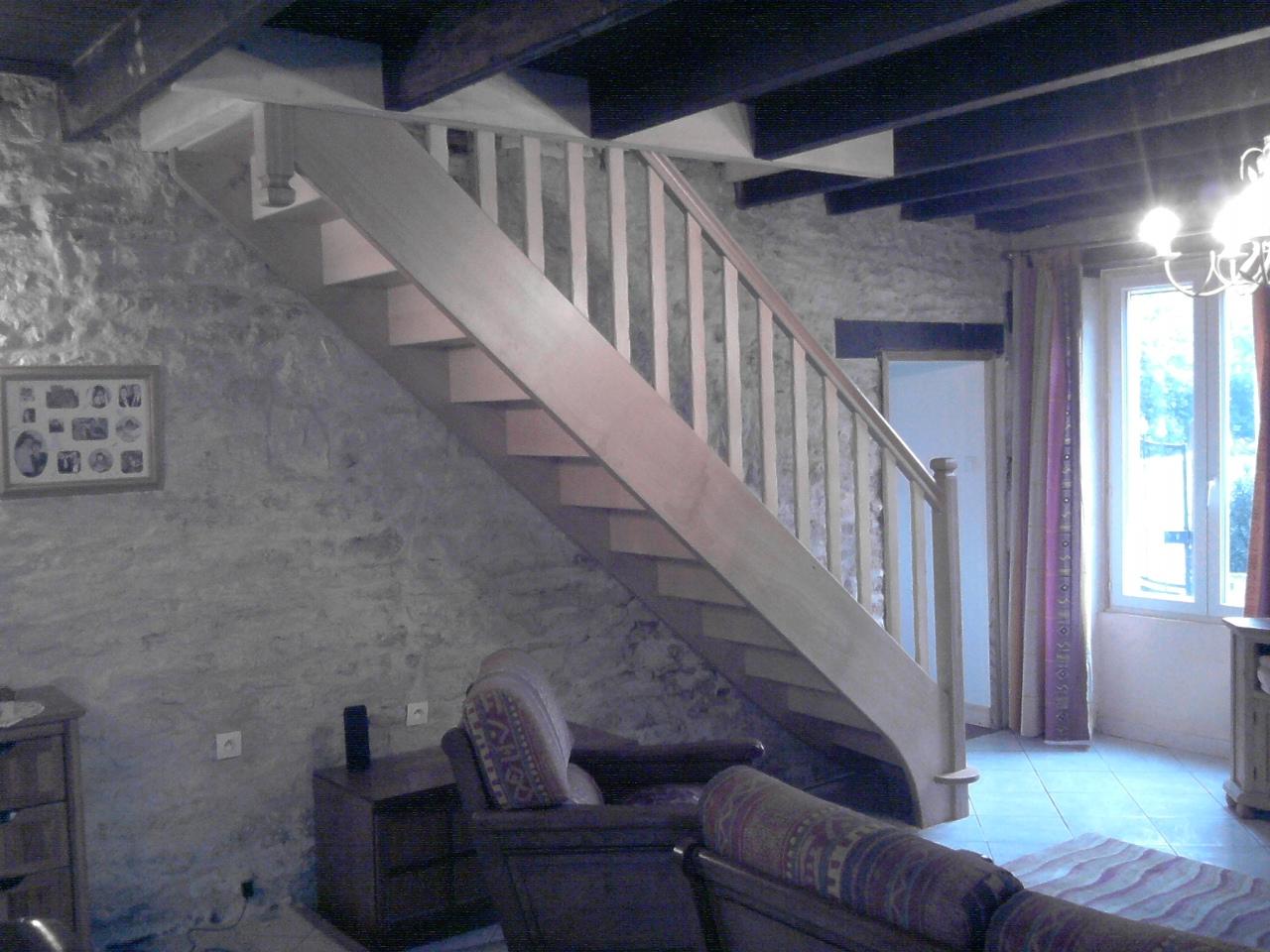 Artisan fabricant d 39 escalier droit fma menuiserie 79120 for Taille tremie escalier droit