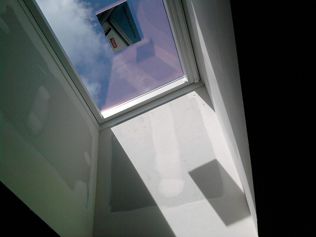 Entreprise rge posant des velux fma menuiserie 79120 lezay for Type de fenetre de toit