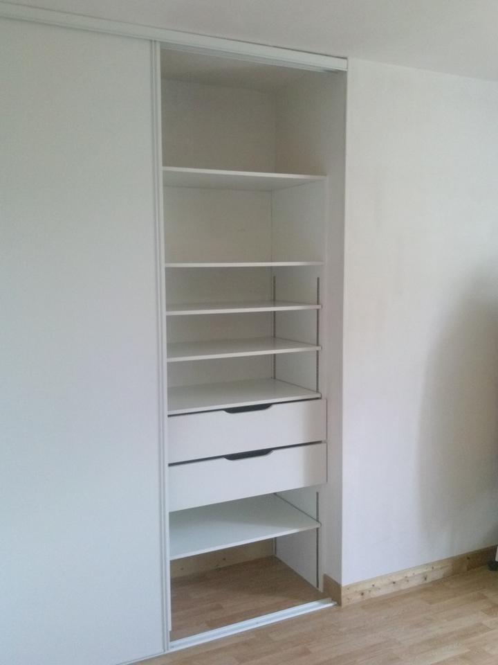 Aménagement de placard avec tiroirs