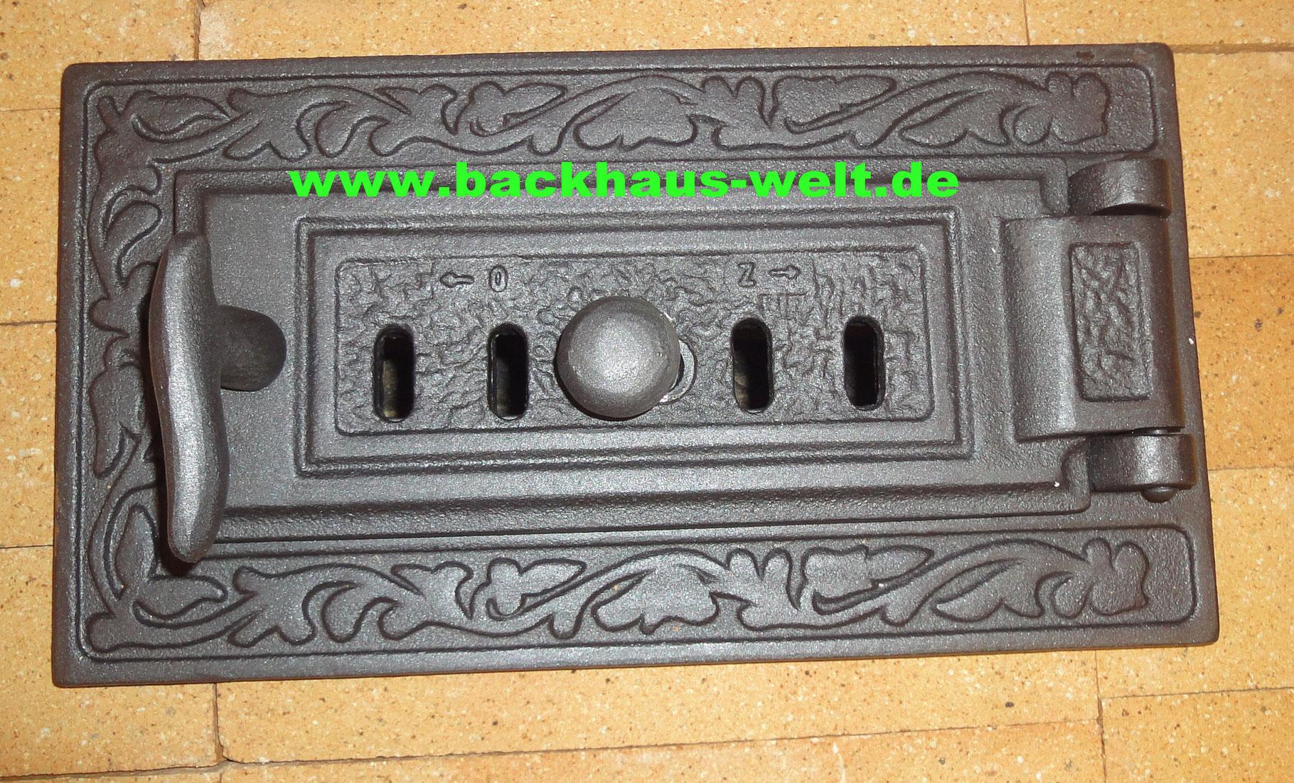 Revisionstür / Aschetür aus Gusseisen L32,5xB18 cm, Verziert