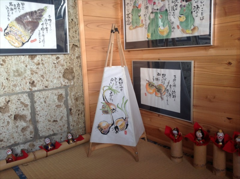 里山たまり場御前山ギャラリーには絵手紙などを展示。