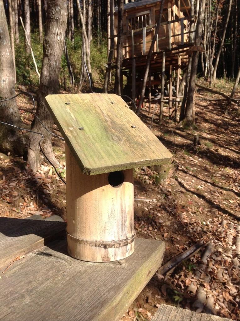 子供たちが手作りした竹の巣箱。