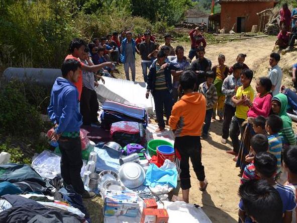 Erdbeben Nepal Unterstützung - Ausgabe Kleidung & Haushaltsgrundausstattung
