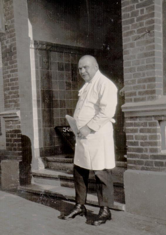 die erste Saison im eigenen Hotel , Franz Worch im Sommer 1909