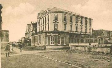 ganz rechts neben dem Hotel Fresena das im Winter 1908/09 gebaute HOTEL Worch