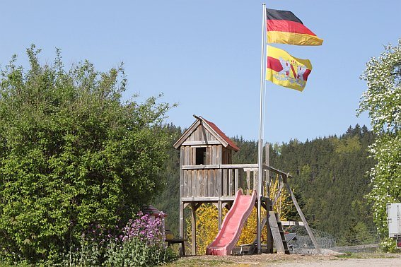 Ferienhof Hölzleberg - Ferienwohnung im Schwarzwald mit Pool, mit Schwimmbad, Ferienwohnung Schwarzwald von privat in Durbach - Spielplatz für Kinder