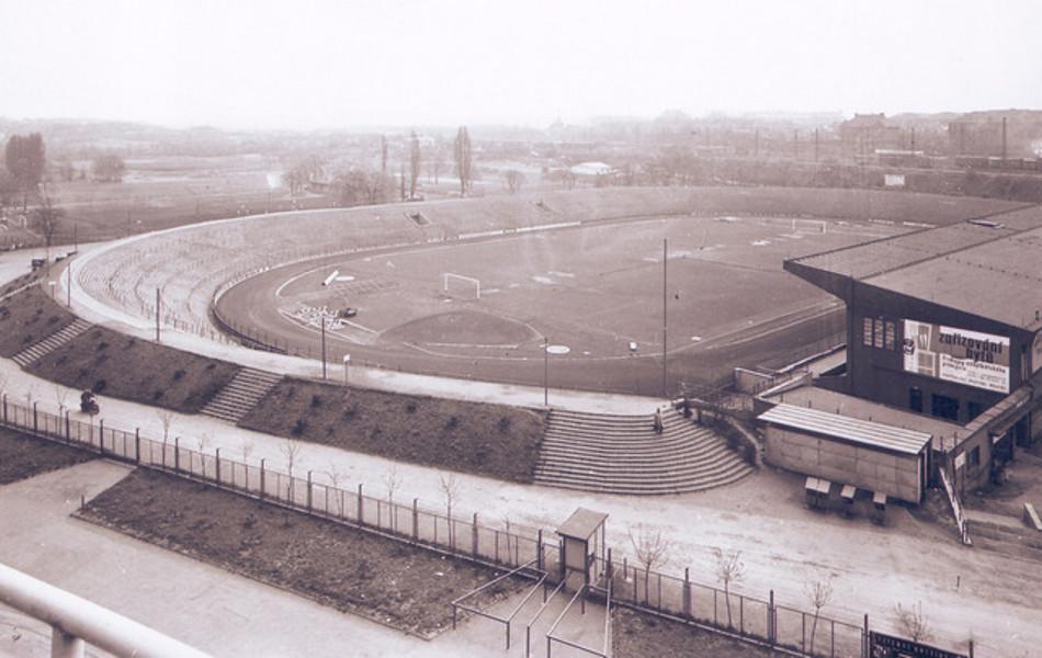Stadion Eden 1954 (Unverifizierter Internetfund). Falls jemand mit genaueren Infos zur Geschichte Slavias aushelfen kann, immer her damit. Mein tschechisch ist leider begrenzt.