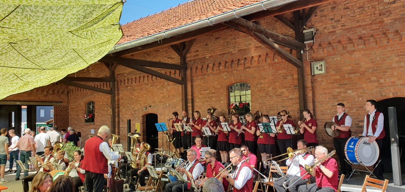 Gemeinsames Musizieren mit dem Posaunenchor Deinsen