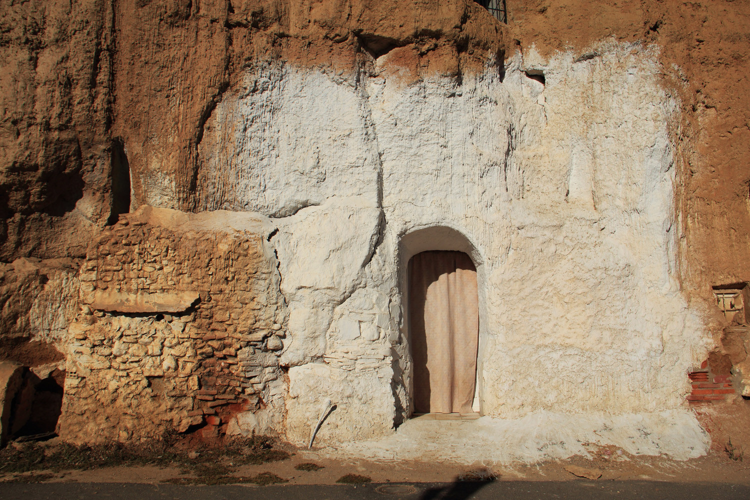 An Unrestored Cave House in Marchal