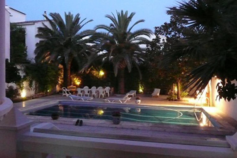 The swimming pool (evening sun)