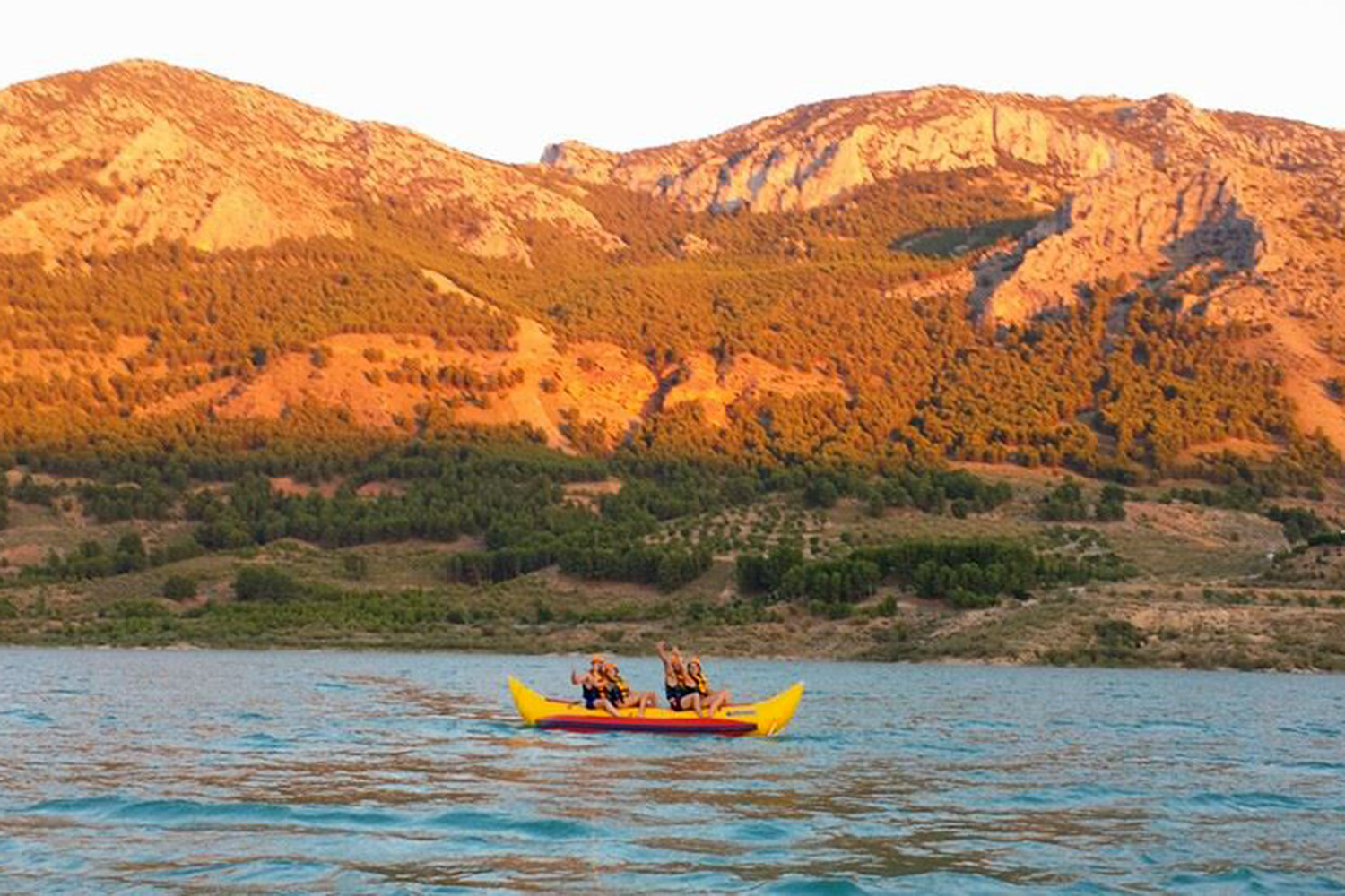 Canoeing on lake Negratin