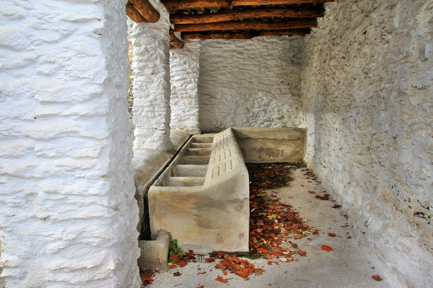 The Washing Sinks in Pítres