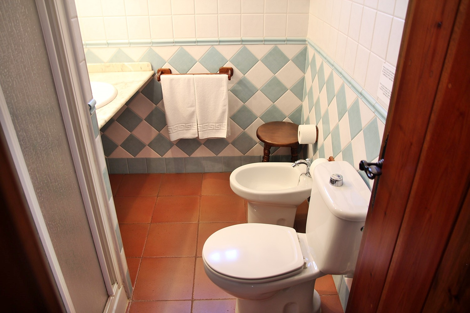 Bathroom 2 (1st floor)