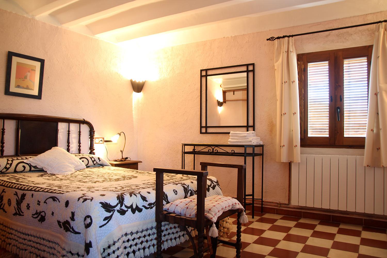 Bedroom 2 (1st floor)