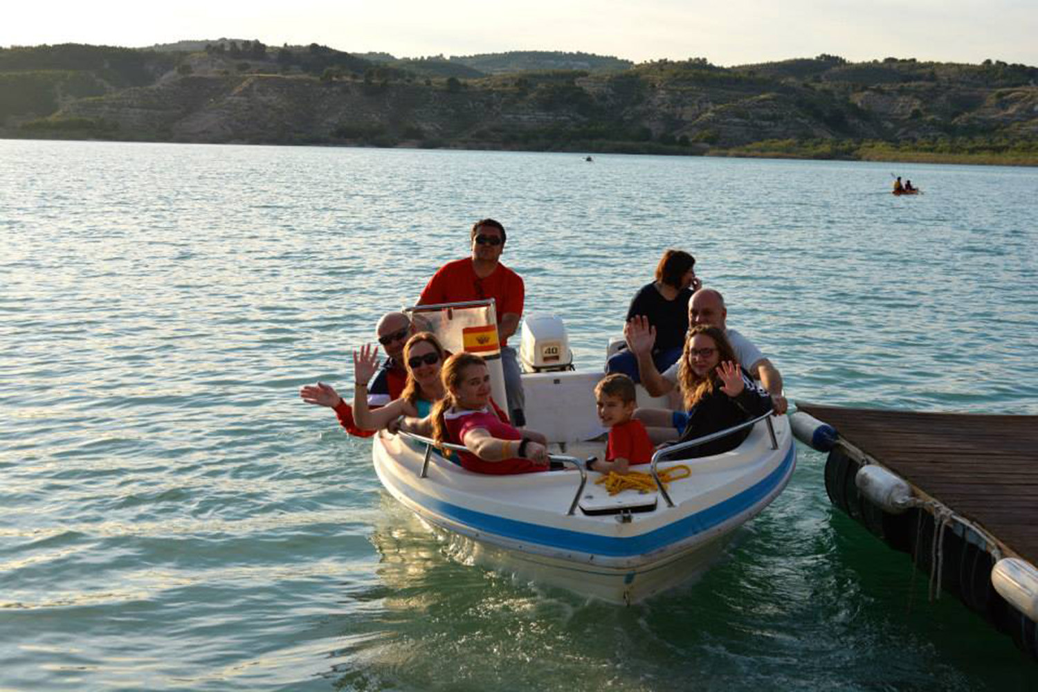 A boat trip on lake Negratin