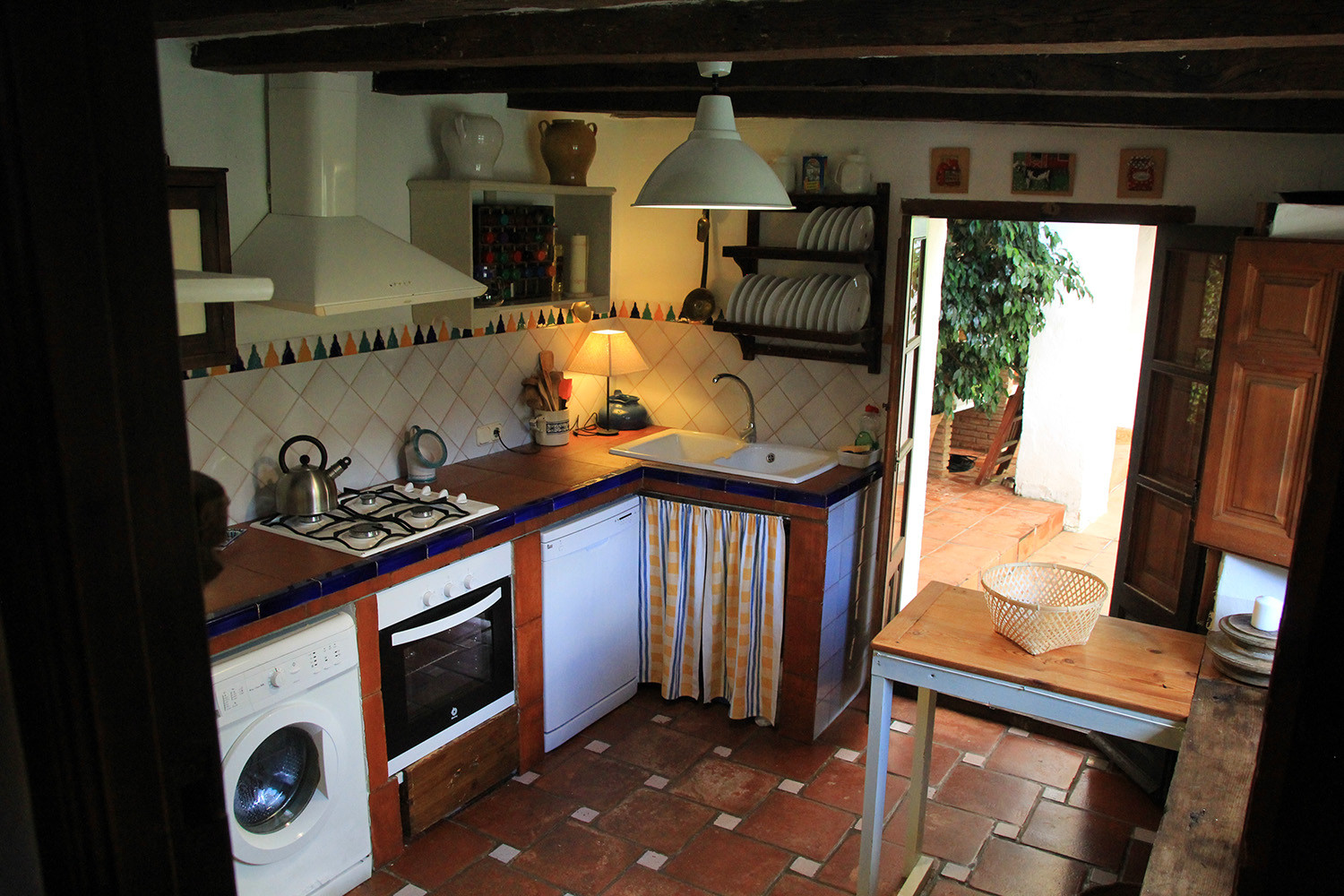 Kitchen (ground floor)