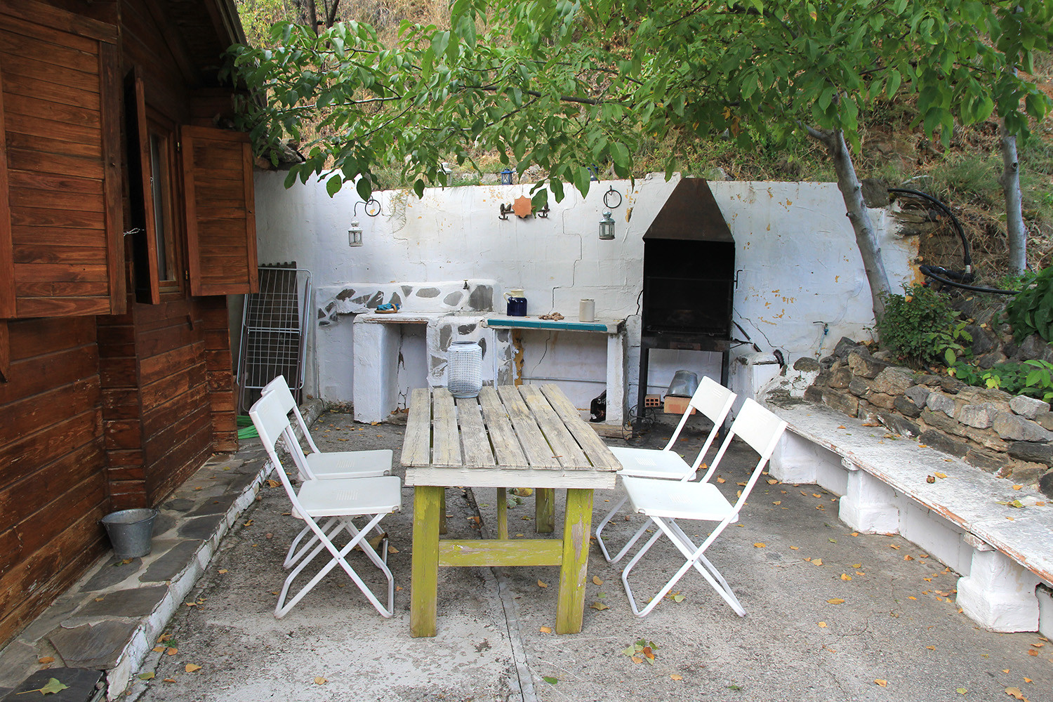 The terrace at the back of the cabin