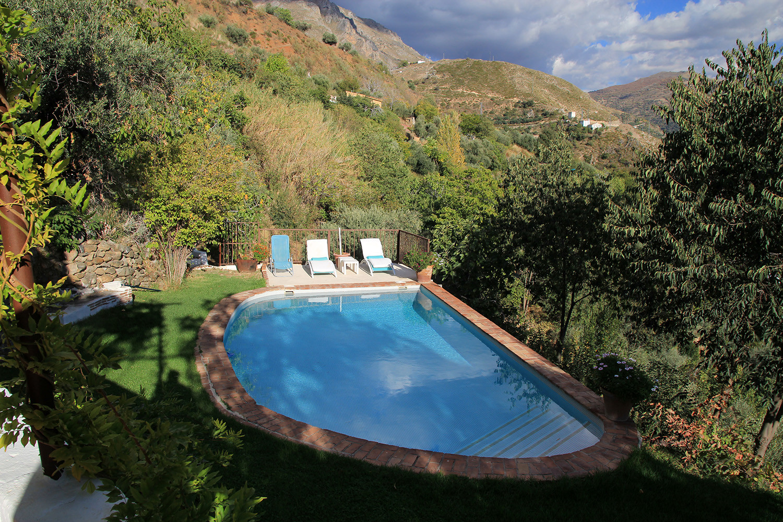 The swimming pool (farmhouse)
