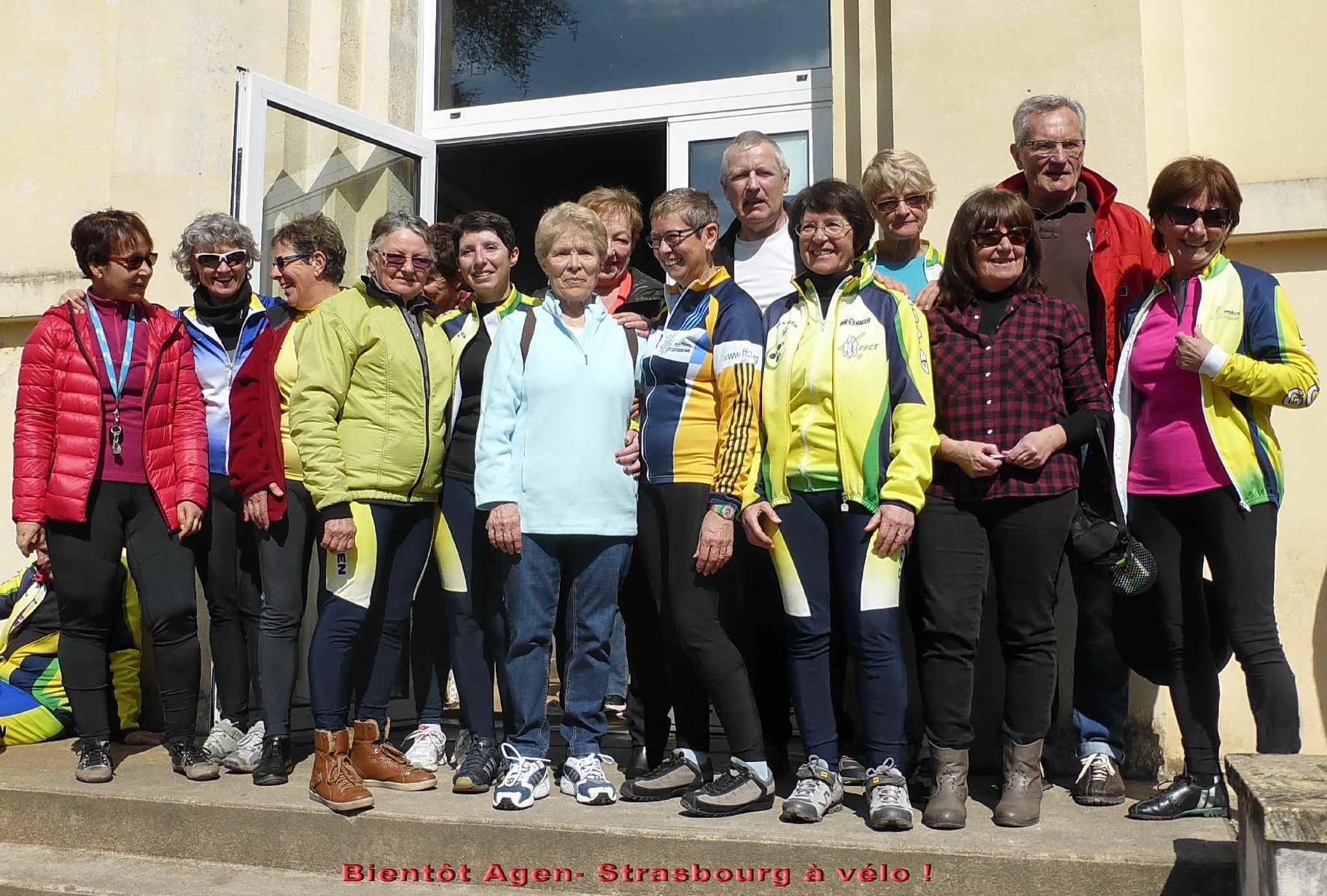 le sourire des filles et derrière elles, Daniel et Gégé accompagnateurs jusqu'à Strasbourg