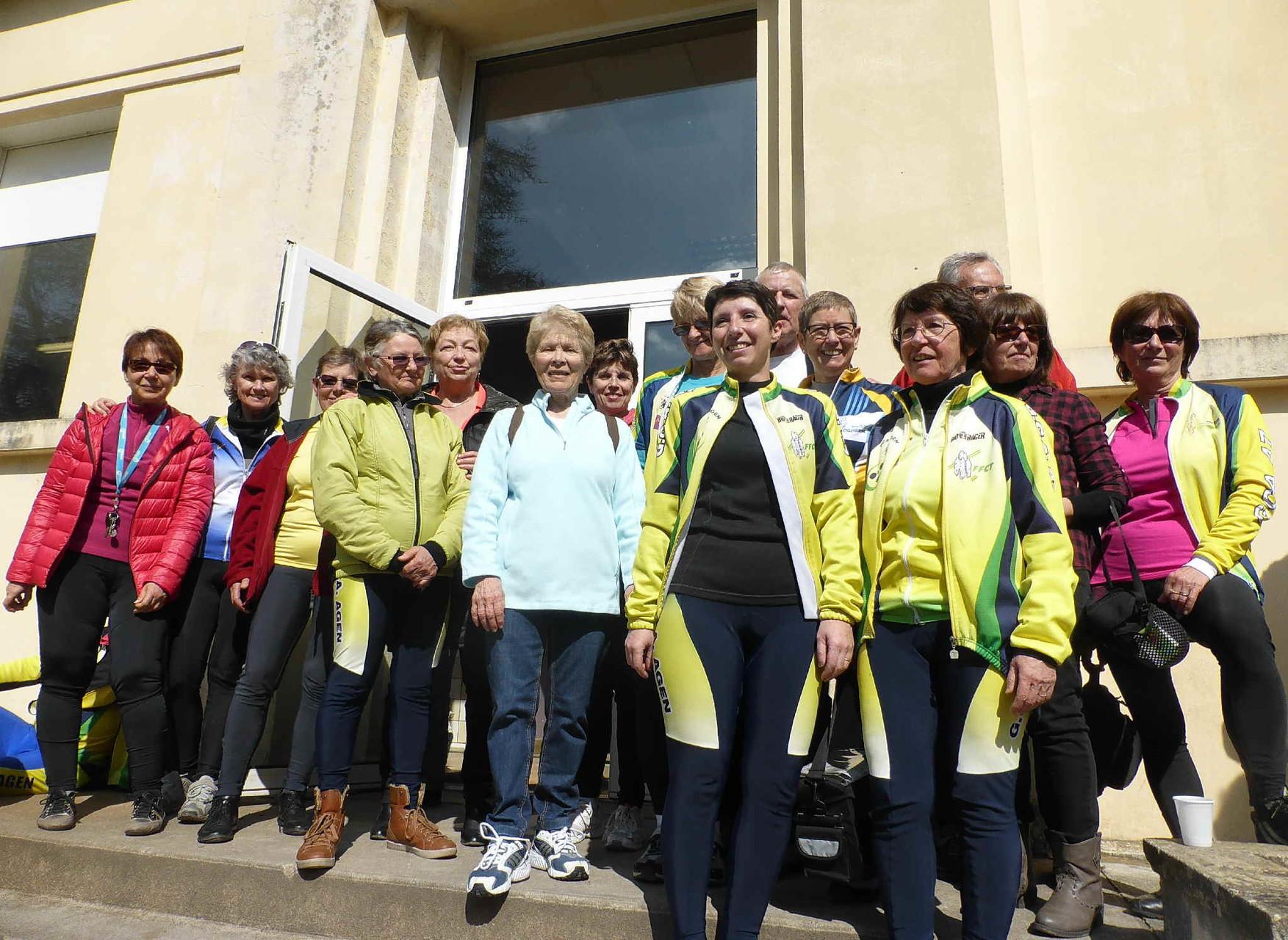 Nadine, Sylvie, Françoise,Josette ,Jeanine (cachée )Karine,Evelyne,Gigi,Babeth, Daniel,Lulu, Christine,Michèle,Gégé, et  Monique
