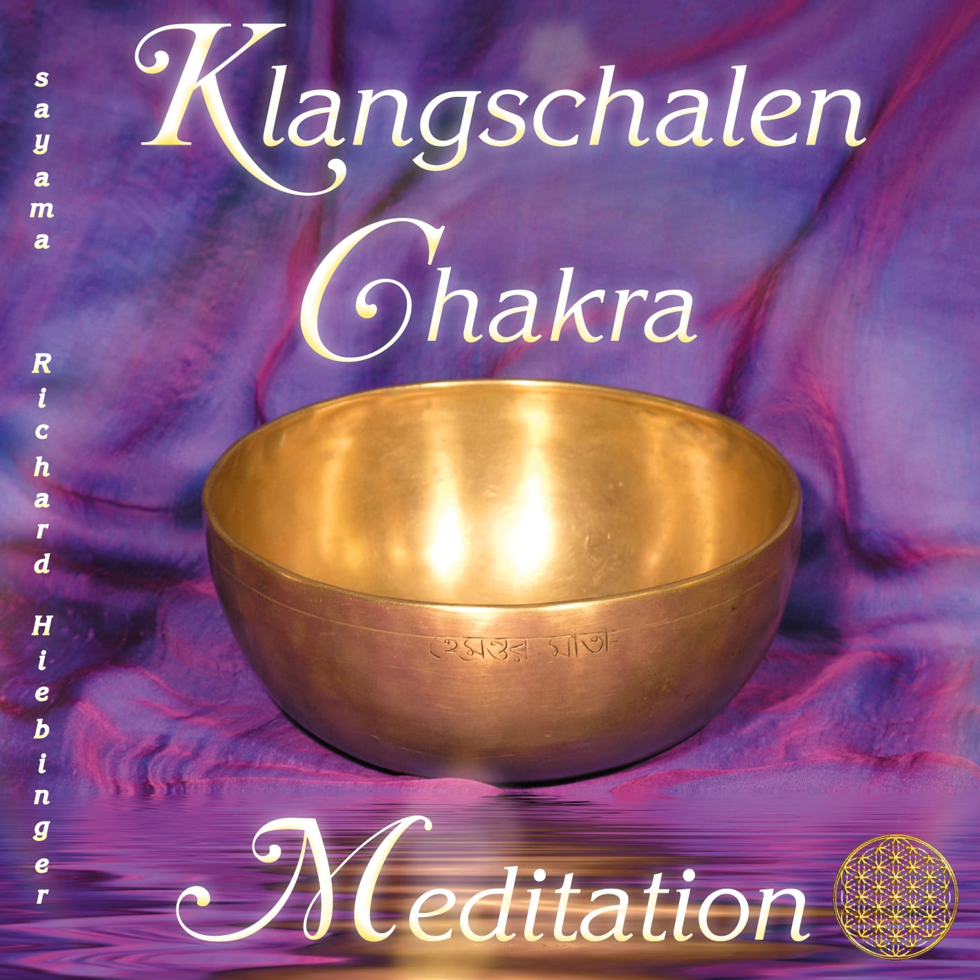 Das Titelbild der CD Klangschalen Chakra Meditation von Sayama Music Richard Hiebinger. Eine große goldene Klangschale vor einem Hintergrund aus violetter Seite