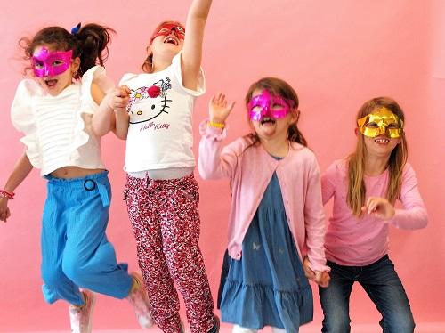 Kinder Party feiern!