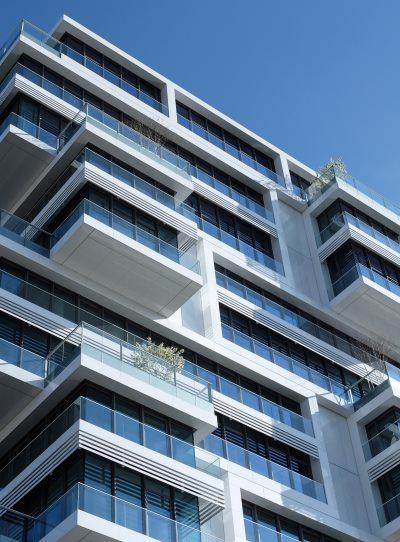 """<img src=""""Wohnhaus.jpg"""" alt=""""Blick auf modernes Wohnhaus"""">"""
