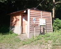 「森のトイレ」外観