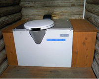 個室内に設置されたバイオトイレ