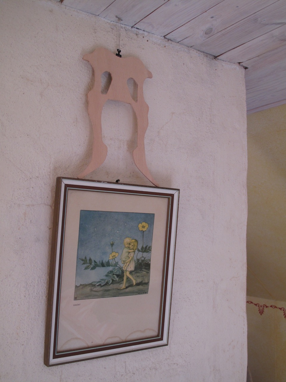 The place in the cottage house where the wellinger rested nearly one month before being placed.