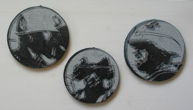 Helmträger, 2010, Linoldoppeldruck auf Stoff und Gaze