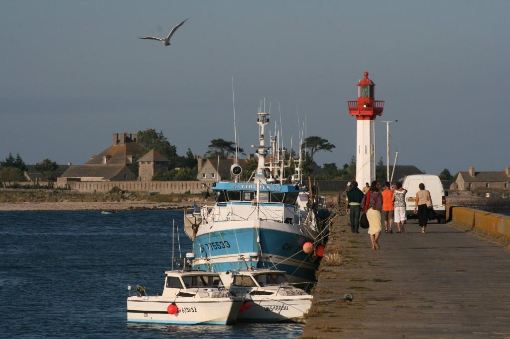 port de Saint-Vaast et île Tatihou en arrière-plan