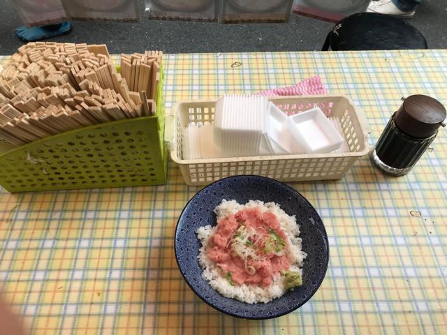 Fisch-auf-Reis-Topf (donburi)