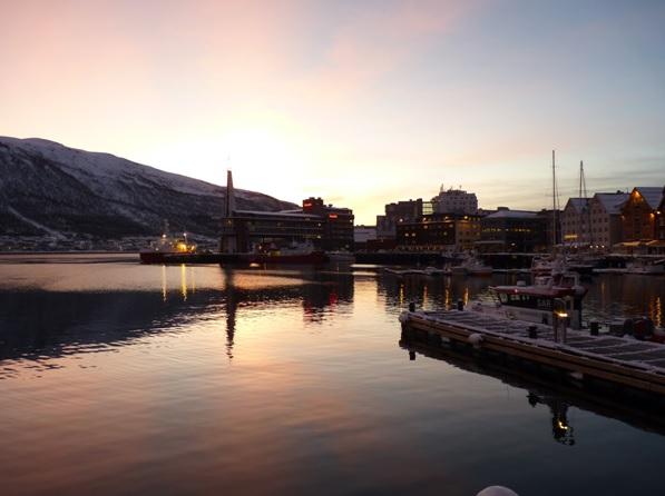 freaky finance, freaky travel, Norwegen, Nacht, Ruhe, Entspannung, Erholung, See, Berge, Abenddämmerung, Schnee, Tromsø
