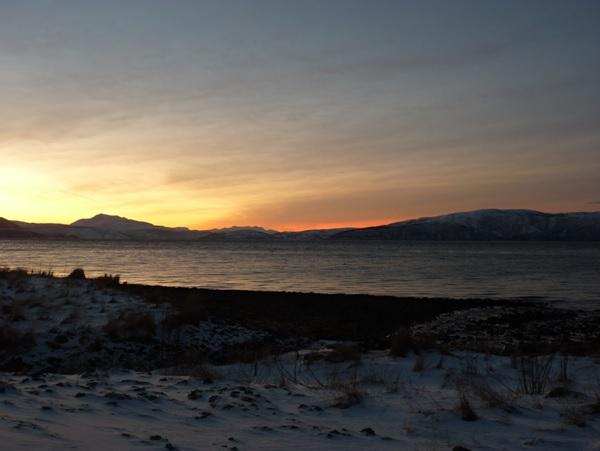 freaky finance, freaky travel, Norwegen, Nacht, Ruhe, Entspannung, Erholung, See, Berge, Sonnenuntergang, Schnee