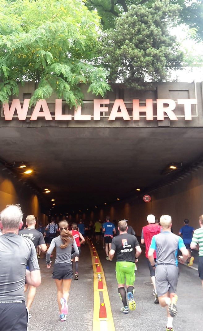 freaky finance, freaky routine, freaky running, laufen, Sport, Fitness, Halbmarathon, Hella Halbmarathon Hamburg, Wallfahrt, Wallringtunnel, Läufer
