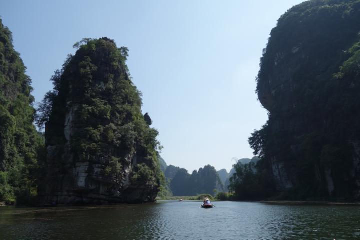 Bootsfahrten durch die irre Felsenlandschaften