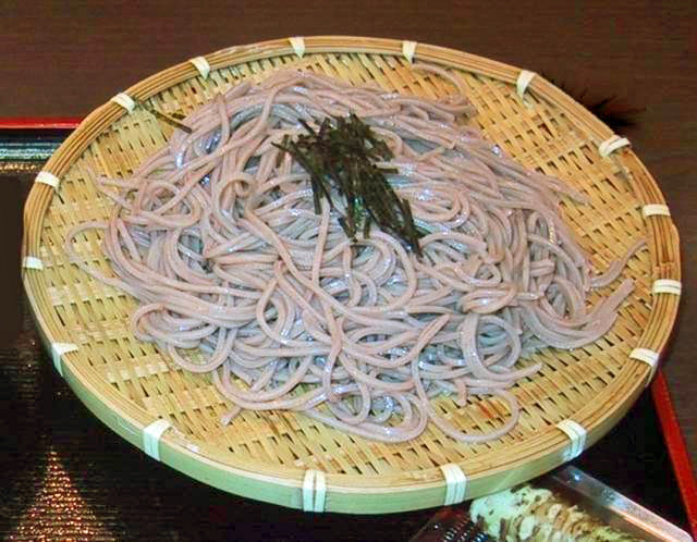 « ZaruSoba » par Chris 73 / Wikimedia Commons. Sous licence CC BY-SA 3.0 via Wikimedia Commons - https://commons.wikimedia.org/wiki/File:ZaruSoba.jpg#/media/File:ZaruSoba.jpg