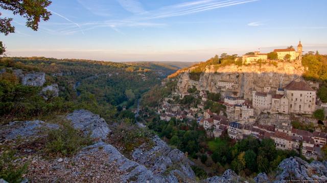 Levé du soleil sur Rocamadour et le canyon de l'Alzou© Lot Tourisme C. Novello