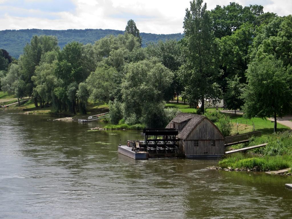 Schiffmühle Minden - das schwimmende Mahlwerk auf der Weser