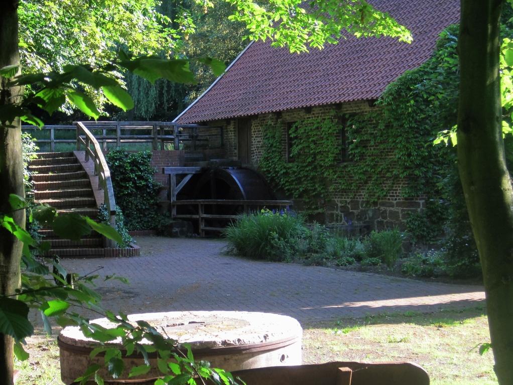 Wassermühle Bergkirchen mit Stauteich der Müllerfamilie Schönen