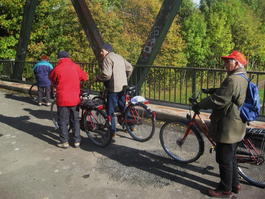kurzer Stopp auf einer Brücke über den Mittellandkanal